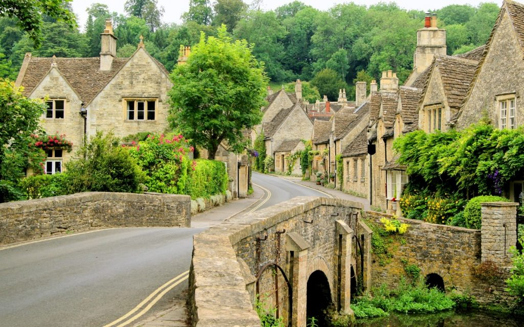 A row of Cotswolds houses